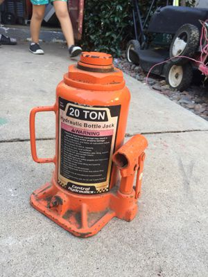 Central Hydraulic bottle jack 20 ton/ Also have 10 ton for Sale in San Diego, CA