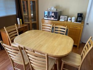 Beautiful extending Dining Table & chairs for Sale in Santa Ana, CA