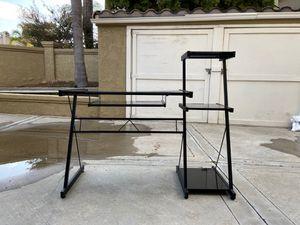 Sleek & modern glass desk for Sale in San Juan Capistrano, CA