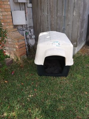 House for large dog great condition very clean for Sale in San Antonio, TX