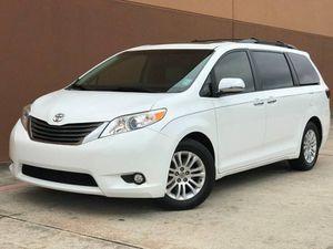 2013 Toyota Sienna XLE 7-Passenger Auto Access Seat 4dr Mini-Van for Sale in Houston, TX