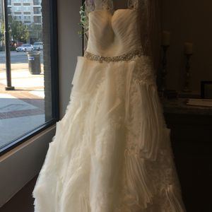ALLURE BRIDAL WEDDING DRESS for Sale in Beverly Hills, CA
