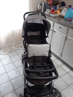 Coche doble para baby es buenas condiciones for Sale in Woodbridge, VA