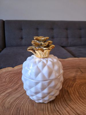 Home decor gold white pineapple candle for Sale in Vancouver, WA