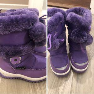 Toddler size 7 snow boots for Sale in Miami, FL