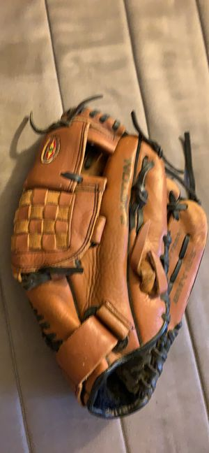 "Easton BMX125 RH Baseball Glove 12 1/2"" for Sale in Pittsburgh, PA"