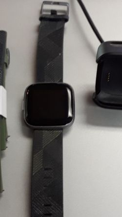 Fitbit Versa 2 Health & Fitness Smartwatch With 2 Bands And Charger for Sale in Fort Myers,  FL