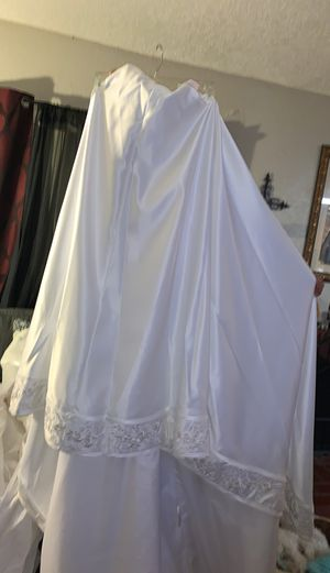 Wedding dress tail for Sale in Glendora, CA