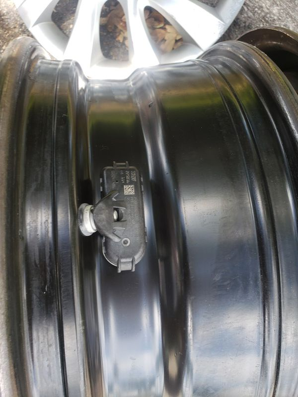 Rims Hyundai elantra con valvulas .Hyundai elantrawheel steel black. Style 16