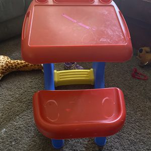 Kids Desk for Sale in Cuyahoga Falls, OH
