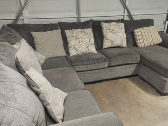 Gray Sectional Couch With Chaise Lounge And Pillows for Sale in Orange,  CA
