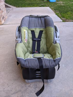 Baby Trend Flex-Loc Infant Car Seat with quick release base for Sale in Bakersfield, CA