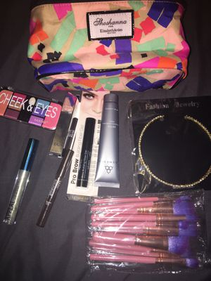 Makeup brushes and more for Sale in Austin, TX