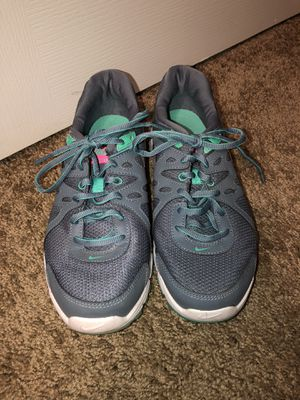 Nike Revolution Women's Size 8.5 sneakers for Sale in Laveen Village, AZ
