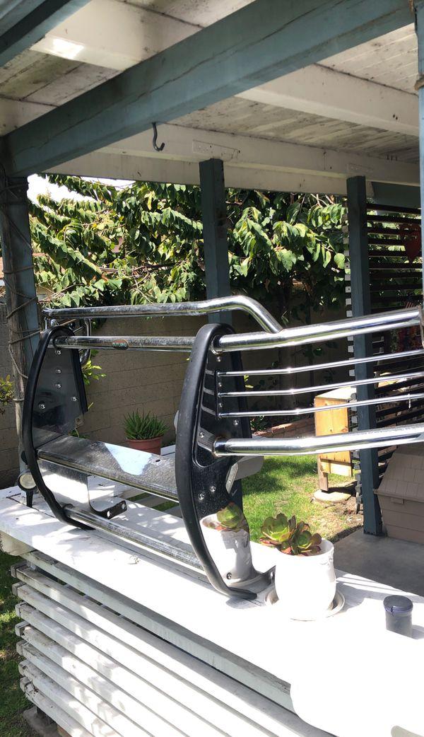 Universal full size bullbar for SUV