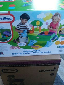 Little Tikes Garden Table for Sale in Fort Wright,  KY