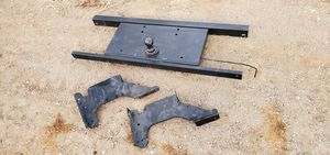 Goose neck / 5th wheel attachment for 3rd Gen Ram Cummins for Sale in Lakeside, CA