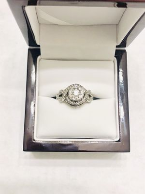 Uniquely Designed Engagement Ring💍 for Sale in Tampa, FL