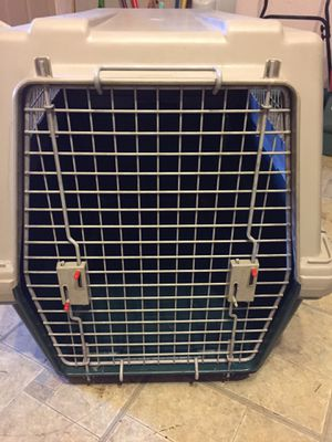 DOG KENNEL INTERMEDIATE SIZE FURRARI DOGLOO EXCELLENT CONDITION $50 for Sale in Richardson, TX