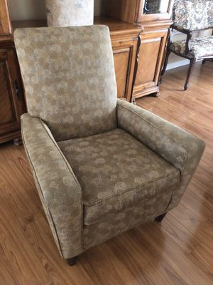 Comfortable Fabric Arm Chair for Sale in Turlock, CA
