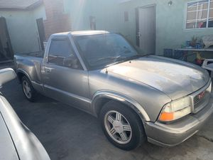 1999 gmc Sonoma NOT FOR PARTS for Sale in Compton, CA