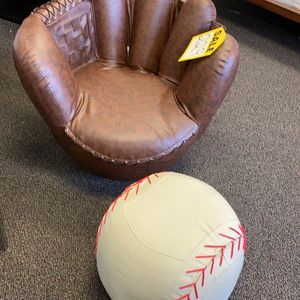Baseball Glove (Ottoman+Chair) for Sale in Houston, TX