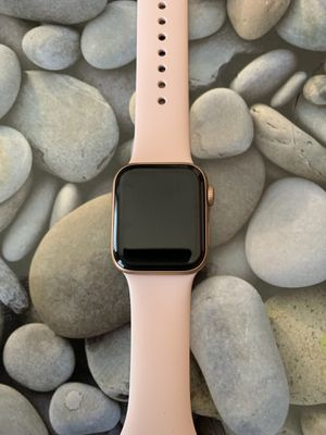 Apple Watch 4 series Rose Gold 40mm for Sale in Ashburn, VA