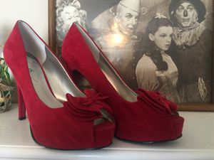Guess designer Red suede platform heels pristine sz8 for Sale in Northfield, OH