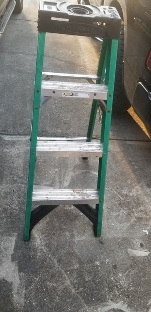 4 FOOT STEP LADDER for Sale in Thonotosassa, FL