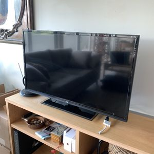"""32"""" TCL smart Roku TV for sale for Sale in Miami, FL"""