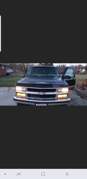 98 silverado 4X4 for Sale in Cleveland, OH