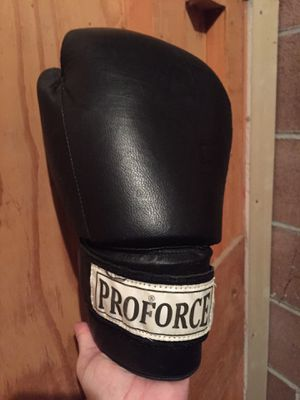 Proforce weighted kickboxing gloves for Sale in Ephrata, WA