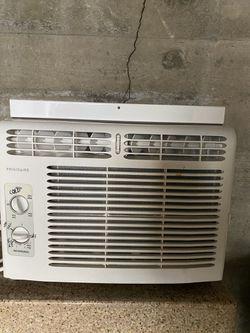 Fridgidaire Window AC Unit for Sale in Milwaukie,  OR
