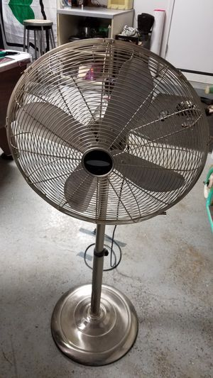 Nice stainless steel oscillating fan for Sale in Salem, OR
