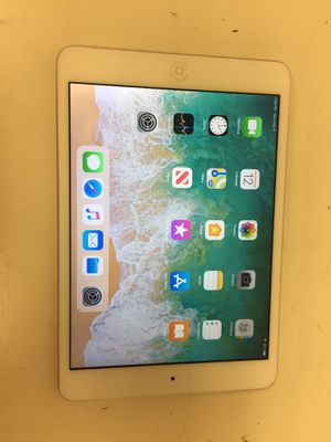 Apple ipad air 1st gen 16gb wifi & cellular sim unlock with charger for Sale in Houston, TX