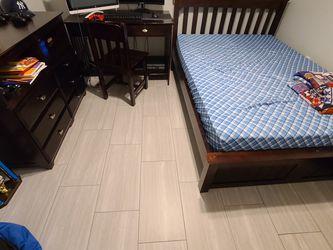 FULL BEDROOM SET. FULL BED W/ MATTRESS, DRESSER, DESK & CHAIR. for Sale in Orlando,  FL