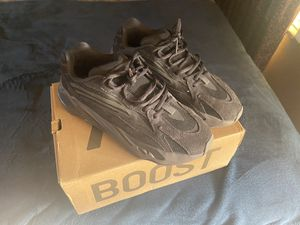 Adidas yeezy 700 v2 Vanta for Sale in Dearborn Heights, MI