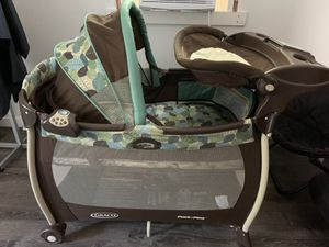 Graco Park N' Play with bassinet and changing table for Sale in Danbury, CT