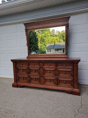 Drexel Heritage dresser with mirror for Sale in Duluth, GA