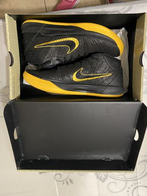 Kobe Bryant Nike's shoes for Sale in Los Angeles, CA
