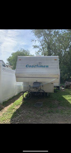 5th wheel camper trailer for Sale in Bridgeport, CT