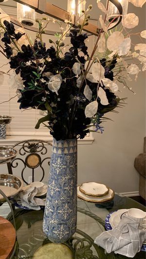 Beautiful flower vase for Sale in Damascus, OR