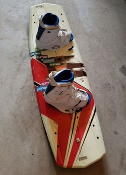 Hyperlite Wakeboard with Ronix One Hand Fabricated Bindings for Sale in Lacey,  WA