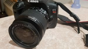Canon eos Rebel T2i with lense and strap for Sale in Austin, TX