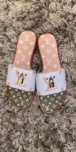 Louis Vuitton sandals women us size 9 for Sale in Columbus, OH