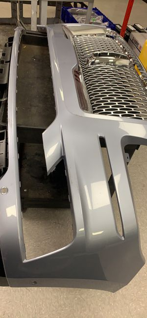 2018 Lincoln Navigator front bumper an grill for Sale in Anaheim, CA