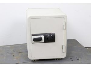 Sentry 2260 fire proof safe for Sale in Wethersfield, CT