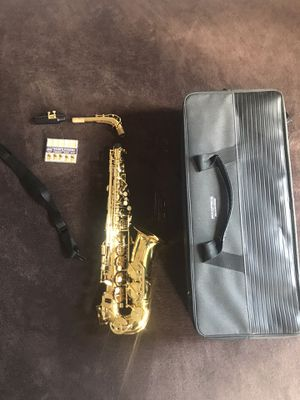 Stage Right Sonata by Monoprice Brass Eb Alto Saxophone Outfit Music Stand, Cleaning Brush, and Case for Sale in Newark, NJ