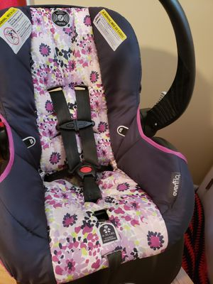 Evenflo Girl Rear Facing Infant Car Seat w/ base for Sale in Jacksonville, NC