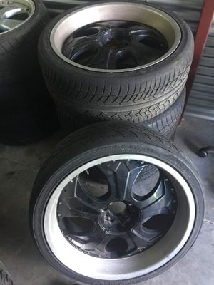 Black face 22 rims 8bolt universal with tires $200 for Sale in Orlando, FL
